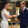 Jordan Hendersonon már volt némi ruha, mire Vilmos herceg elért hozzá