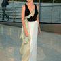 Keri Russell színésznő szembement a trendekkel, és az utolsó pillanatban mégis eltakarta a dekoltázsát - vagy elromlott a ruhája.