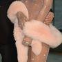 Rihanna oldalról