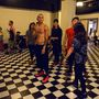 Taboo gyakorol a táncosaival a színfalak mögött