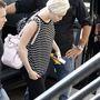 Miley Cyrus Amszterdamban, a saját fellépésére siet június 22-én.