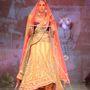 A bemutató Delhiben volt, a tervező neve Tarun Tahiliani