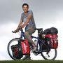 Sokat biciklizik? Pózoljon úgy, mintha a Quelle-katalógusban mutatná be kerékpárját, csakúgy, mint Imran Mughal, aki bő 40 ezer kilométeren van túl!