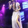 Conchita Wurst a Manchester Pride-on énekelt szexi ruhában.