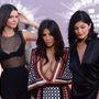 Kendall Jenner, Kim Kardashian és Kylie Jenner az MTV videós díjkiosztóján