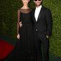 A világ egyik legjobb pasija, Adam Levine újdonsült feleségével, Behati Prinsloo modellel érkezett az eseményre. A Mexikóban tartott esküvő alig több, mint egy hónapja volt, nem csoda, hogy az arcukról így sugárzik a boldogság.