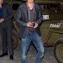 Brad Pitt éppen a bovingtoni tankmúzeumban népszerűsíti új filmjét