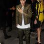 Ottléte indokolta a kurta lábú Justin Bieber jelenlétét
