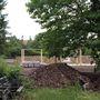 A háttérben pedig épül az új kertmozi.