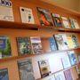 A legszélesebb folyóirat-paletta is megtalálható itt a Best magazintól a 2000 irodalmi folyóiratig.