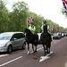 Ahogy a lovasrendőrök is