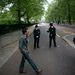 A park szélén még nem érezhető annyira a rendőri jelenlét