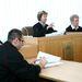 ezért a bírónő kiküldte