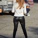Jennifer Lopez szűk (mű)bőrnadrágban terpeszt