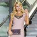 Paris Hilton és a promóciós mosoly