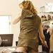 Courtney Love, 2010-ből. Ő biztosan viselt bugyit. Egyébként  Mouawad-ékszerek közül válogat, hogy kellően elegáns legyen az AMFAR-gálán