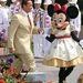 Egy különleges nőszemély, Schwarzenegger kormányzóként Minnie egér kezét fogva járja a Disneylandet 2005-ben
