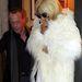 Azért már 2010-ben is szívesen viselt szőrmekabátot vagy annak látszó felöltőt.