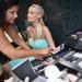 Paris Hilton nevében osztogat autogramokat