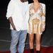 Ha igazán trükkös akar lenni, érdeklődését álcázza ruházati jellegűnek, mint az ízléstelenül öltözködő csajából jónőt formáló Kanye West ezen a 2012-es felvételen. Egyébként nyilván Kim Kardashian melleit vizslatja.