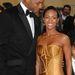 2007, Will Smith csekkolja felesége, Jada Pinkett-Smith dekoltázsát. Valószínűleg kevésbé lett volna feltűnő, ha nem hajol a mellek fölé.