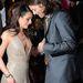 2011, Ashton Kutcher fejest ugrik Lea Michele dekoltázsába. Ez akkor sem illik, ha a közös filmjük premierjén történt.