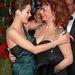 Azt, amit Marion Cotillard 2010-ben csinált Sophia Lorennel, semmivel sem lehet szépíteni. Amennyiben ön egy nagymellű nővel ölelkezik, ne viselkedjen így, mert elég cikin néz ki.