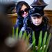 Komár László kislánya, Karolina, édesanyjával