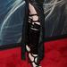 Egy ilyen lábdíszt gótbuliban tudunk elképzelni, mintsem Hathawayen.
