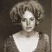 Lindsay Lohanról sok mugshot készült már, de ez a fiktív, 1924-es környezetbe helyezett darab a csúcs.