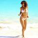 Gigantikus mennyiségű bikinis kép készült az énekesnőről áprilisi nyaralásán is, ez az egyik a sok-sok spontán kép közül.