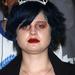 Kelly Osbourne sokáig meghökkentő külsejével ijesztegette a népet: a divatkritikusok folyton fogták a fejüket haj-smink-és ruhaválasztásai miatt, mivel inkább hasonlított egy lecsúszott alkoholistához, mint egy magabiztos nőhöz.