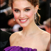 Natalie Portmant ez idáig gyönyörű, barna hajjal mosolygott a kamerákba