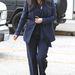 Melltartót és alsóneműt ment vásárolni 2013. február 5-én, a szinte mindent takaró kosztümben.