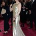 Renée Zellweger extraszűk ruhája, ahhoz képest, hogy mennyire csillog, borzasztóan semmilyen.