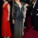 Halle Berry pedig egy rendkívül dögös űrhajó belseje. A furcsa Marchesa ruha mindenesetre megmutatta, hogy tökéletes az alakja.