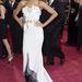 Zoe Saldana ruháját két össze nem passzoló részből varrták volna. Felül csillogós, csicsás, alul szép. A ruha Alexis Mabille.