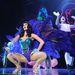 Katy Perry jelmezszerű, de sokat mutató szettje