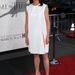 Michelle Fairley, egyszerű fehér ruhában. Catelyn Stark szerepe az övé.