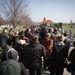 Több száz Republic-szerető nő és férfi jött el a temetésre.