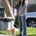 Sandra Bullock három csivavája közül az egyikkel, Poppyval