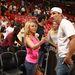 itt éppen a Miami Heat stadionjában beszélnek meg valamit,