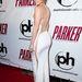 Jennifer Lopez nem volt ennyire bátor idén januárban, de amit a fenekénél elcsalt, hátkivágással pótolta.