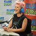 A 33 éves Pink nem rombolta szét a haját az audioeszközzel Elvis Duran rádióműsorában 2012 nyarán