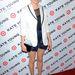 Michelle Williams színésznő április közepén egy eseményen túl hosszú blézerben, túl rövid nadrágban, és bántóan a homlokába fésült hajjal