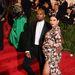 Kim Kardashian viszont nagyon örülhet, mert tavaly még nem engedték be a gálára, idén viszont ő is megjelenhetett a divatvilág Oscarján.