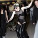 Lady Gaga idióta cipőjében vétette el a lépést a londoni reptéren.