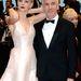 Amúgy egy Dior ruhát visel itt, mellette Baz Luhrmann, A nagy Gatsby rendezője.