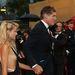 David Hasselhoff felesége, Hayley Roberts ruhája éppen csak cenzúrázta a melleit ebben a ruhában.