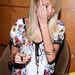 2006 - Nicole Richie úgy gondolta, elég lesz ha ujjával takarja el arcát a fotósok elől